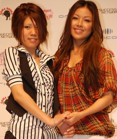 Karen(左)と伊藤由奈(右)