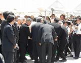 2日(土)に肺炎のため亡くなった人気漫画家・赤塚不二夫さんの告別式(東京・中野の宝仙寺)