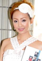 バレエ『エトワール・ガラ2008』の観劇に訪れた神田うの
