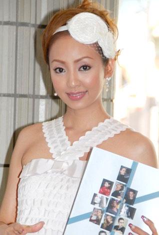 サムネイル バレエ『エトワール・ガラ2008』の観劇に訪れた神田うの