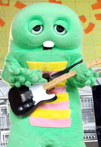 エアギター全国3位のガチャピンがリアルギターに挑戦