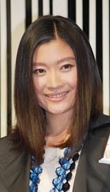 母親になって初めて公の場に姿をみせることとなる篠原涼子(2007年9月撮影)