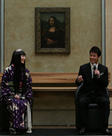モナリザの微笑の前での世界初会見に臨む唐沢寿明と常盤貴子
