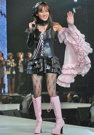 『神戸コレクション2008 AUTUMN/WINTER』に登場したにしおかすみこ