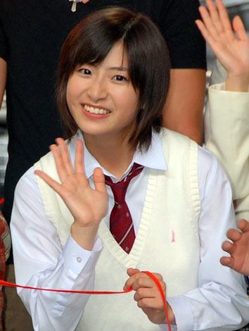 ケータイ小説の映像化『赤い糸』の撮影報告イベントに登場した南沢奈央