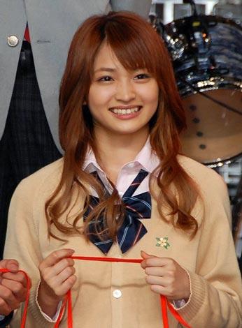 ケータイ小説の映像化『赤い糸』の撮影報告イベントに登場した岡本玲