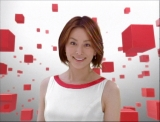 米倉涼子が出演する「DCキャッシュワン」のCM一場面