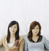 第2子妊娠を公表した金城綾乃(右)と相方・玉城千春(左)