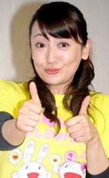 """グゥ〜""を決めるエド・はるみ[08年6月撮影]"