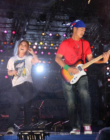 『a-nation'08』にシークレットゲストとして登場し、再結成を発表したDo As Infinity