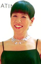 『プラチナ・ステーション・ジュエリー』のネックレスを身に付けた和田アキ子