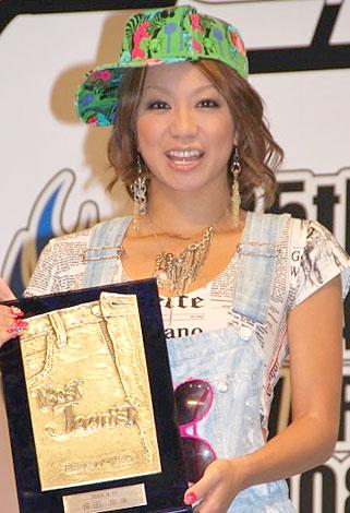 サムネイル 3年連続ベストジーニスト賞に輝いた倖田來未