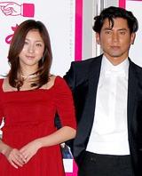 「おくりびと」会見での広末涼子と本木雅弘