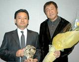 君塚良一監督(右)と臼井プロデューサー(左)