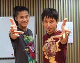 番組でマジック対決を行った小栗旬(左)とセロ