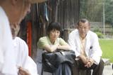 田舎の診療所に勤める独身の中年医師を演じる鶴瓶