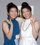NHK朝の連続テレビ小説『だんだん』の完成試写会に出席した三倉茉奈と三倉佳奈(右)