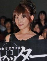 映画『シャッター』の初日舞台挨拶に出席した奥菜恵