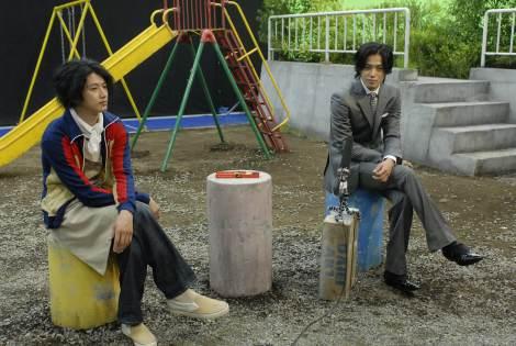CMの模様(左から)瑛太、小栗旬
