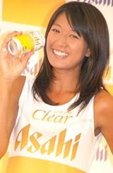 『クリアアサヒ』の販売3億本突破発表会にCMキャラクターとして出席した浅尾美和