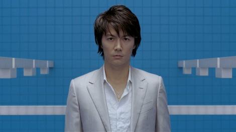 福山が出演している液晶テレビ「REGZA」CM画像