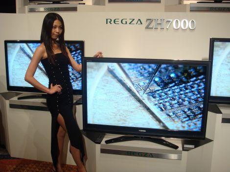 同発表会で披露された、液晶テレビ『レグザ』