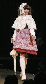 ファッションショーの模様KERA(c)インデックス・コミュニケーションズ