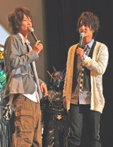 仲良くトークする佐藤健(左)と中村優一