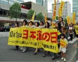 銀座の街を歩く、日本酒復権のためのデモ行進