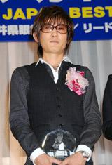 「第21回 日本メガネベストドレッサー賞」を受賞したスガシカオ
