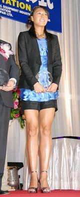 「第21回 日本メガネベストドレッサー賞」を受賞した浅尾美和