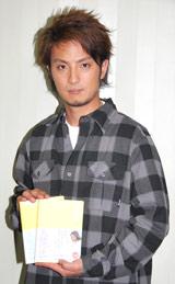 ケータイ小説『天使の恋』の著者・sinと対談を行った上地雄輔