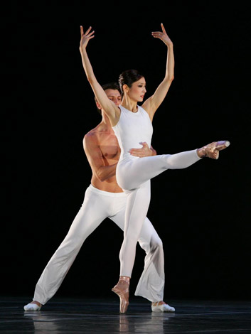 2005年、愛・地球博で『ピンク・フロイド・バレエ』を踊る草刈民代