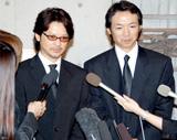 実父で俳優の緒形拳さんの告別式に出席した(左から)緒形直人、緒形幹太さん