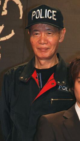 映画『笑う警官』の撮影快調現場会見に出席した角川春樹監督