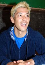 インタビューに応じる田村亮