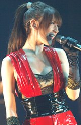 初の全国ツアー『Live Communication!!!』(大阪公演)でのリア・ディゾン