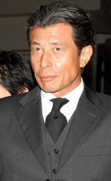 胃がんで死去した中村獅童の実父・小川三喜雄さんの通夜に参列した舘ひろし