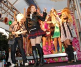 ステージでは楽曲を披露、浜田もコーラスで参加