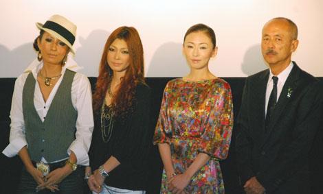 (左から)twenty4-7の2人、松雪泰子、生野慈朗監督