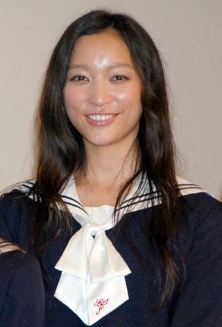 映画『櫻の園』舞台挨拶に出席した杏