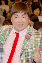 映画『ハンサム★スーツ』試写会イベントに出席した塚地武雅