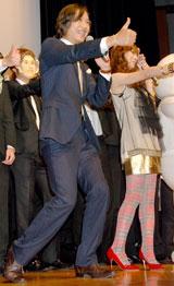 映画『ハンサム★スーツ』試写会イベントにて谷原章介が「レッツ、ハンサム!」