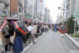 H&M銀座店オープン時の行列(9月) (C)H&M  Photo:Masaki Hiroyasu