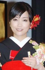 映画『秋深き』の完成披露試写会に和装で登場した佐藤江梨子