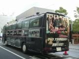 『ROOKIES』の出演者が一面に描かれているバス