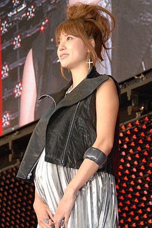 サムネイル 映画『レッドクリフ Part I』の公開前夜祭に登場した妊娠7ヶ月のhitomi