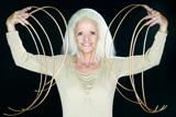 リー・レッドモンド(米)世界でもっとも爪の長い女性 (c) 2008 Guinness World Records Limited