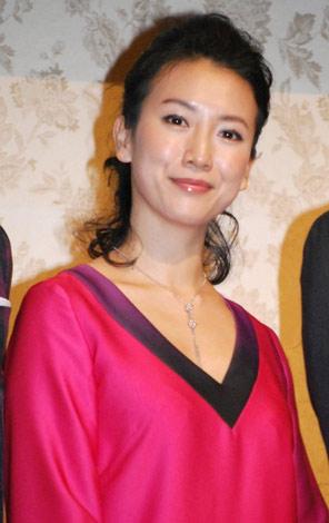 映画『泣きたいときのクスリ』製作記者会見に出席した戸田菜穂