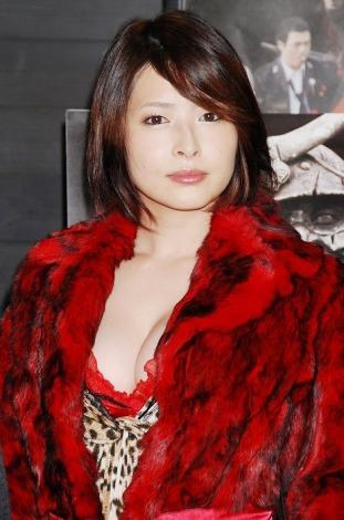 映画『鎧 サムライゾンビ』でラブシーンを演じた夏目ナナ